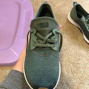 New Balance size 8 sneaker *brand new*